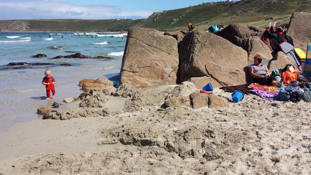 family-rock-beach