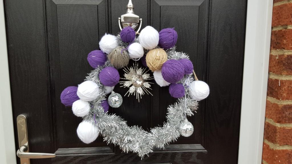 Mrs Mummypenny makes a Christmas Wreath