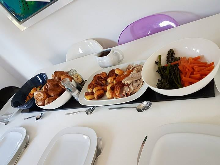 Aldi Roast Dinner – British Pork, Yorkshire Pudding, Roasties and Veg