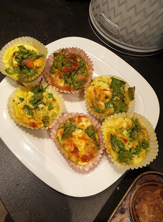 Egg muffins with halloumi